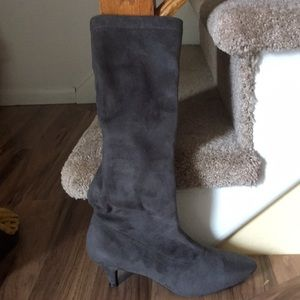Super comfy gray boots, worn once